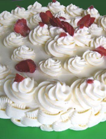 Torta Chantilly allo zenzero e fragole senza glutine