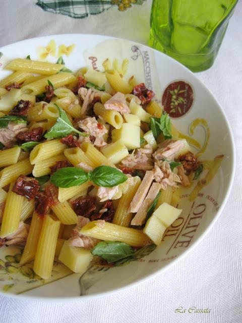 Insalata di pennette con scamorza, tonno e pomodori secchi - La Cassata Celiaca