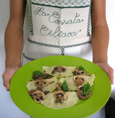 Ravioloni con ricotta e funghi senza glutine e con video ricetta - La Cassata Celiaca