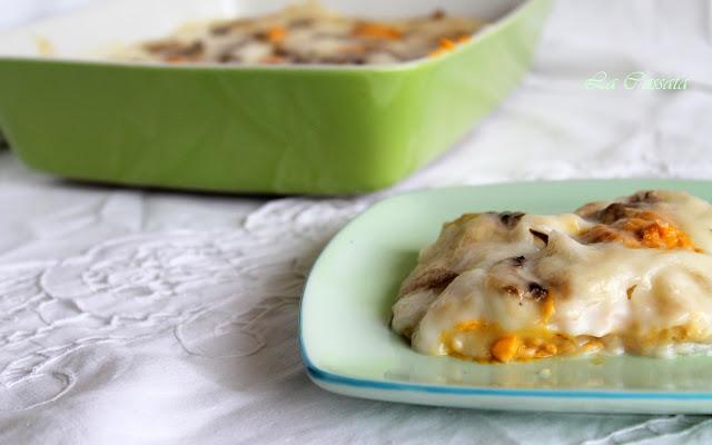 Lasagnes de pane carasau sans gluten avec béchamel, champignons et potiron
