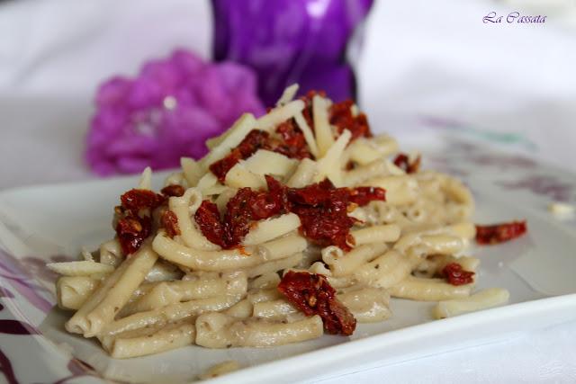 Caserecce à la crème d'aubergines et tomates confites sans gluten