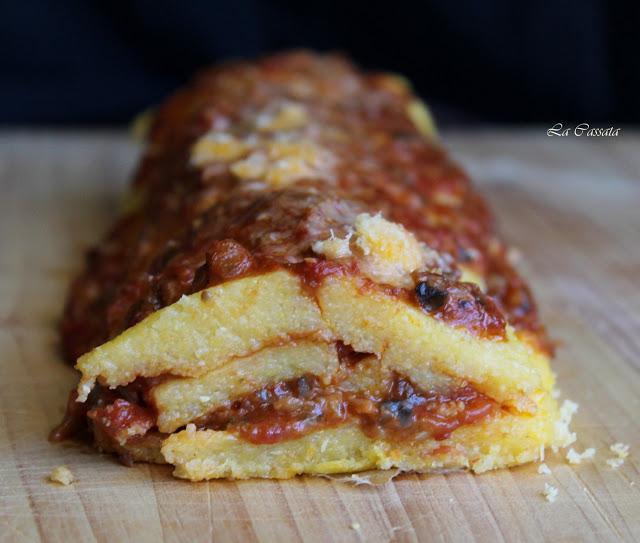 Rotolo di polenta con sugo ai funghi porcini e castagne - La Cassata Celiaca