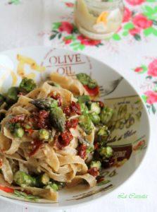 Tagliatelle con asparagi, pesto di mandorle e pomodori secchi senza glutine - La Cassata Celiaca