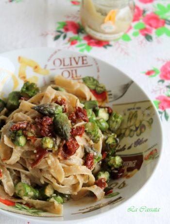 Tagliatelle avec asperges, pesto d'amandes et tomates séchées sans gluten- La Cassata Celiaca