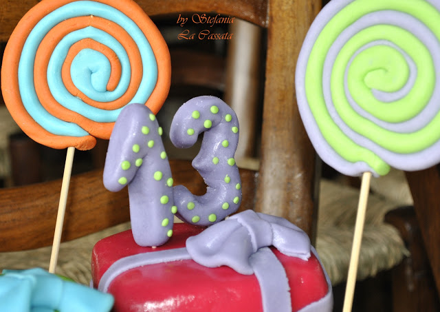 Gâteau d'anniversaire décoré sans gluten ni lactose - La Cassata Celiaca