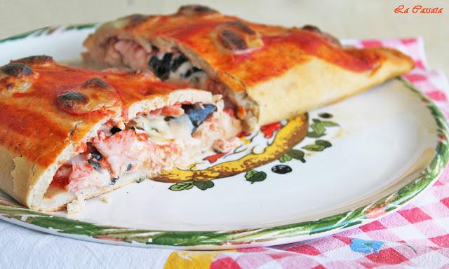 Pizza calzone avec mozzarella, jambon et aubergine sans gluten - La Cassata Celiaca