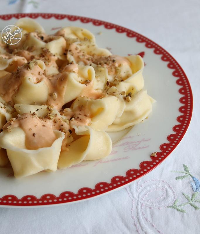 Tortelloni con robiola e speck ai 4 formaggi - La Cassata Celiaca