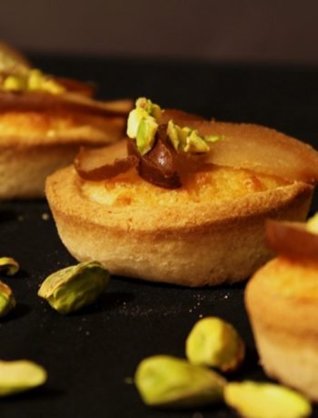 Tartelettes à la crème frangipane et poires au sirop sans gluten - La Cassata Celiaca