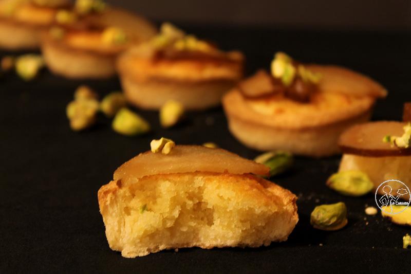 Crostatine con crema frangipane e pere sciroppate al Moscato d'Asti - La Cassata Celiaca
