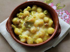 Gnocchi avec sauce béchamel au safran, bacon et chou-fleur - La Cassata Celiaca