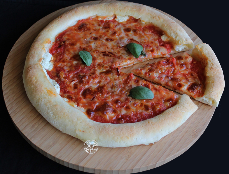Pizza marinara aux bords fourrés sans gluten - La Cassata Celiaca