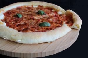 Pizza marinara con bordi ripieni - La Cassata Celiaca