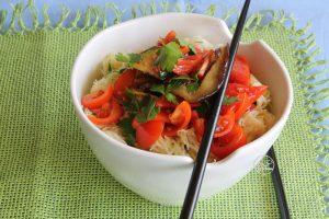 Noodles de soia sans gluten avec légumes rôtis - La Cassata Celiaca