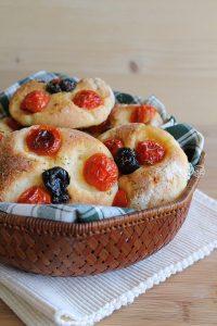 Focaccia avec tomates et olives sans gluten - La Cassata Celiaca