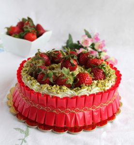 Gâteau avec fraises et crème de ricotta et pistaches (sans gluten) - La Cassata Celiaca