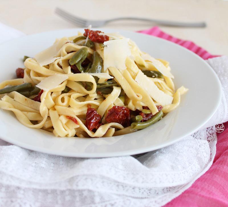 Tagliatelles, haricots verts et tomates confites, sans gluten - La Cassata