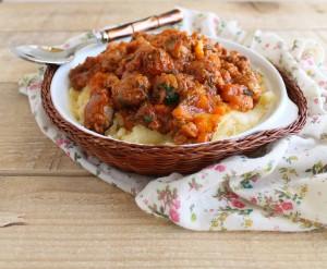 Polenta con stufato di salsiccia- La Cassata Celiaca