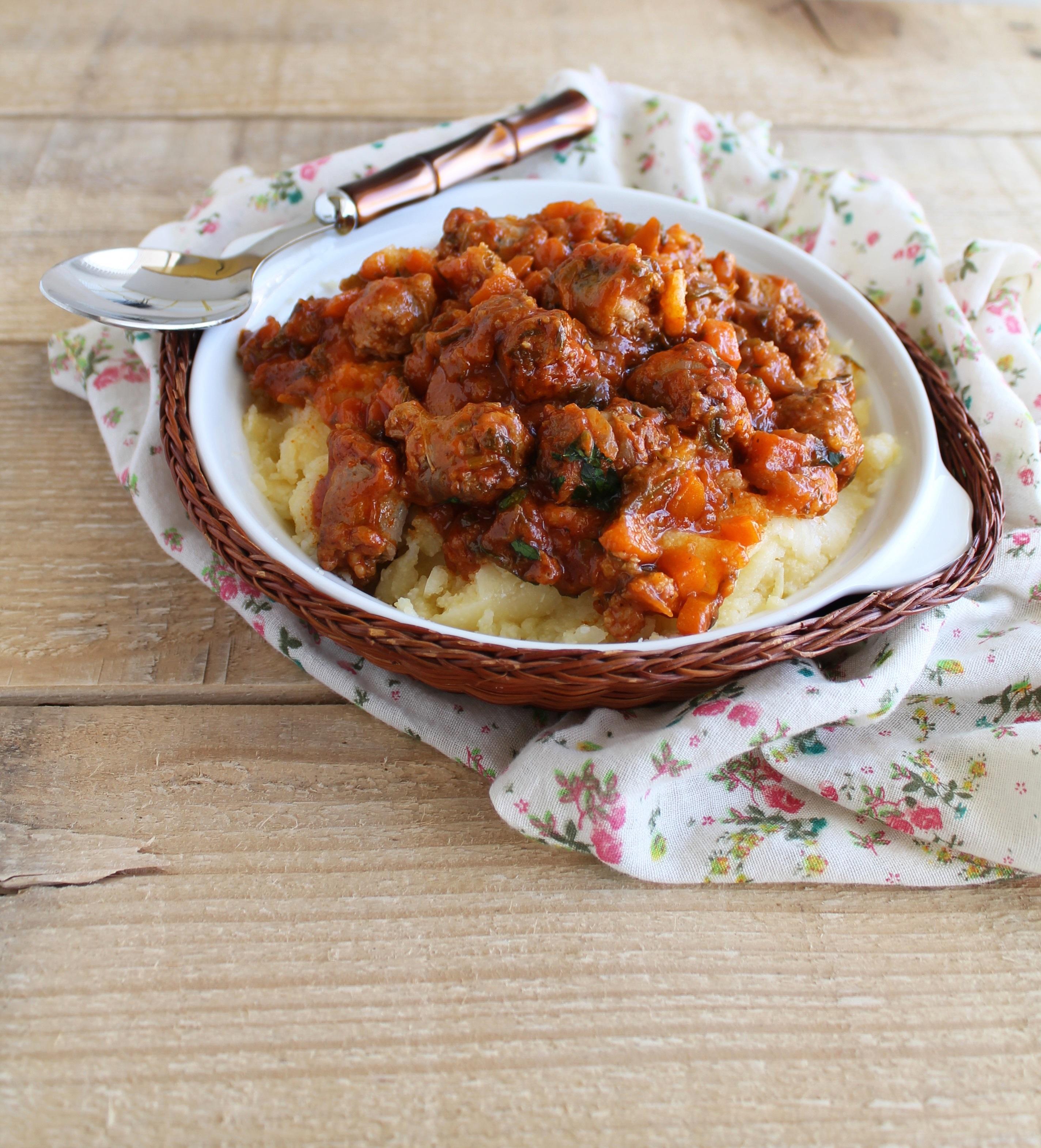 Polenta avec ragoût de saucisson - La Cassata Celiaca