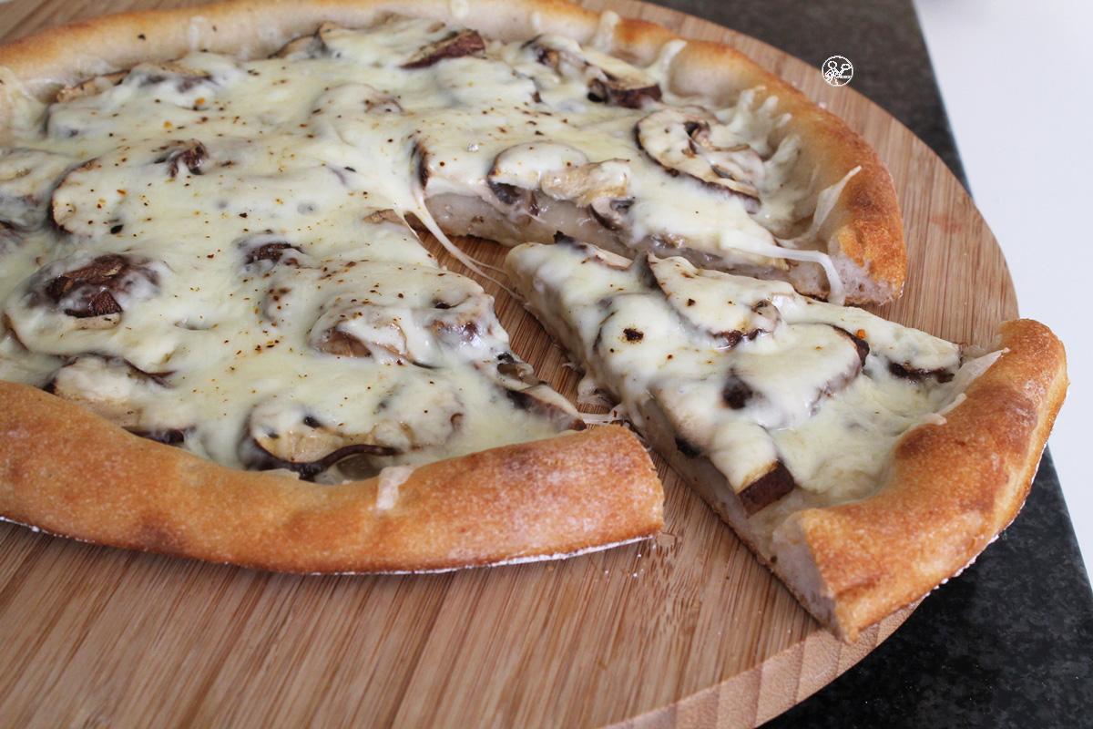 Pizza avec champignons et fromage sans gluten - La Cassata Celiaca