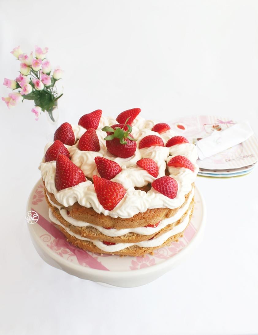 Naked cake aux fraises - La Cassata Celiaca