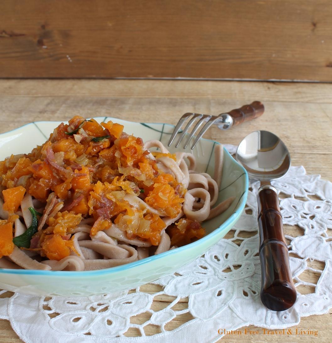 Tagliatelles aux châtaignes avec courge et bacon sans gluten - La Cassata Celiaca