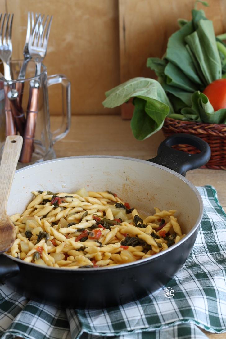 Strozzapreti risottati con tenerumi e patate, senza glutine - La Cassata Celiaca