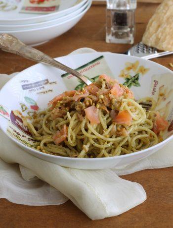 Spaghetti con crema di pistacchi e salmone senza glutine - La Cassata Celiaca
