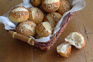 Panini Laugenbrot senza glutine con lievito madre - La Cassata Celiaca