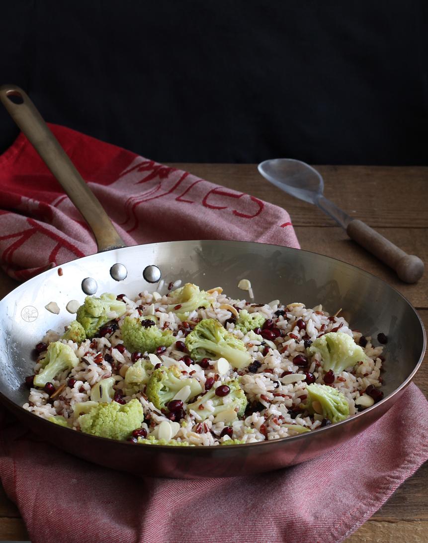 Riz avec chou-fleur, amandes et grains de grenade - La Cassata Celiaca