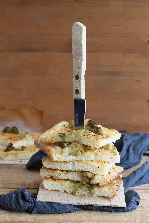 Focaccia con cavolfiore e acciughe senza glutine - La Cassata Celiaca