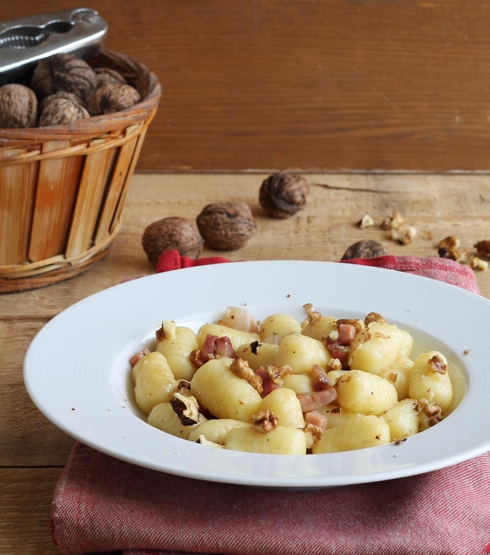 Gnocchi di patate con speck e noci per Nutrifree - La Cassata Celiaca
