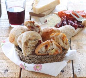 Panini rustici senza glutine con 'nduja e formaggio - La Cassata Celiaca