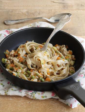 Tagliatelles sans gluten avec saucisson et légumes - La Cassata Celiaca