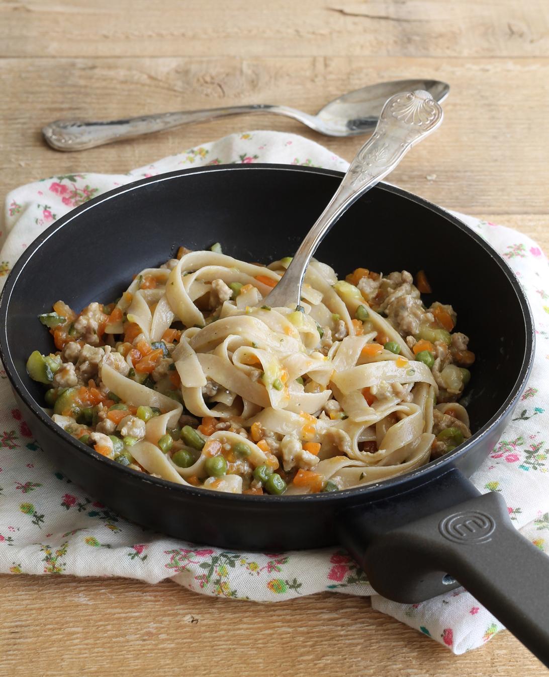 Tagliatelle con ragù di salsiccia e verdure - La Cassata Celiaca