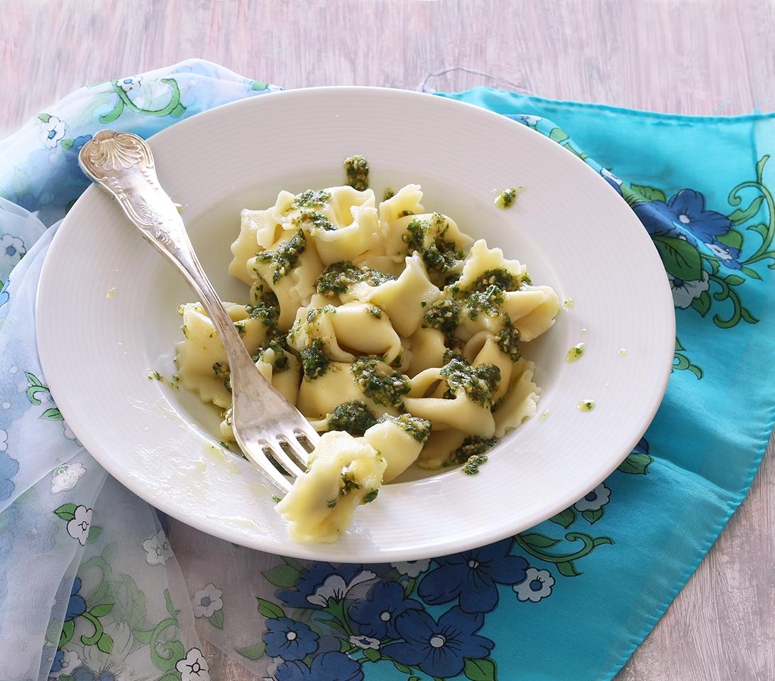 Tortellini senza glutine con pesto di prezzemolo e noci - La Cassata Celiaca