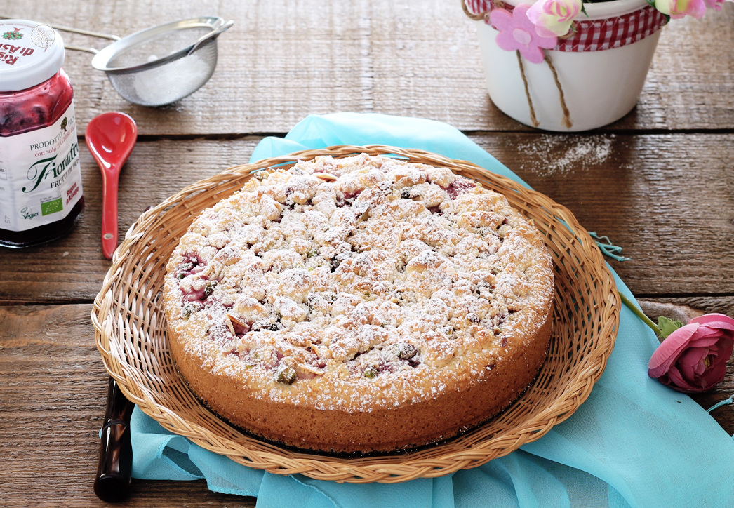 Tarte crumble sans gluten avec fruits de bois et framboises- La Cassata Celiaca