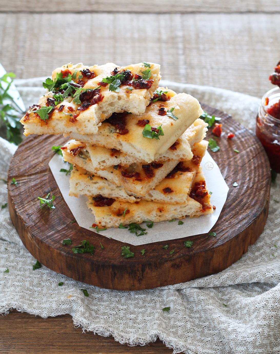 Focaccia senza glutine alla ricotta con pomodori e gorgonzola - La Cassata Celiaca