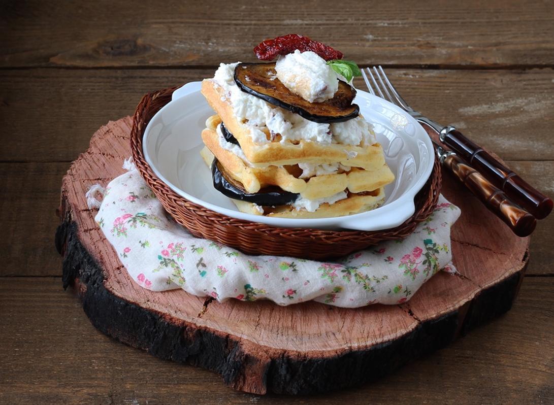 Waffel senza glutine con ricotta e melanzane - La Cassata Celiaca
