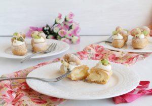 Eclairs sans gluten avec crème et fruits - La Cassata Celiaca