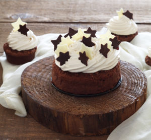 Torta al cioccolato con namelaka al caramello - La Cassata Celiaca