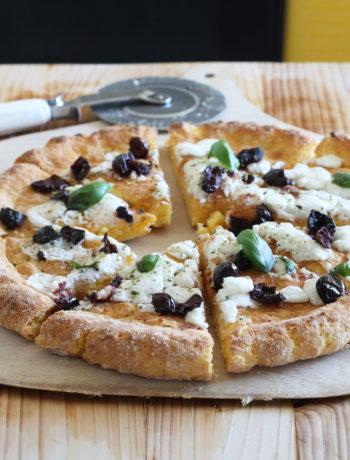Pizza au potiron sans gluten avec fromage de chèvre et olives - La Cassata Celiaca