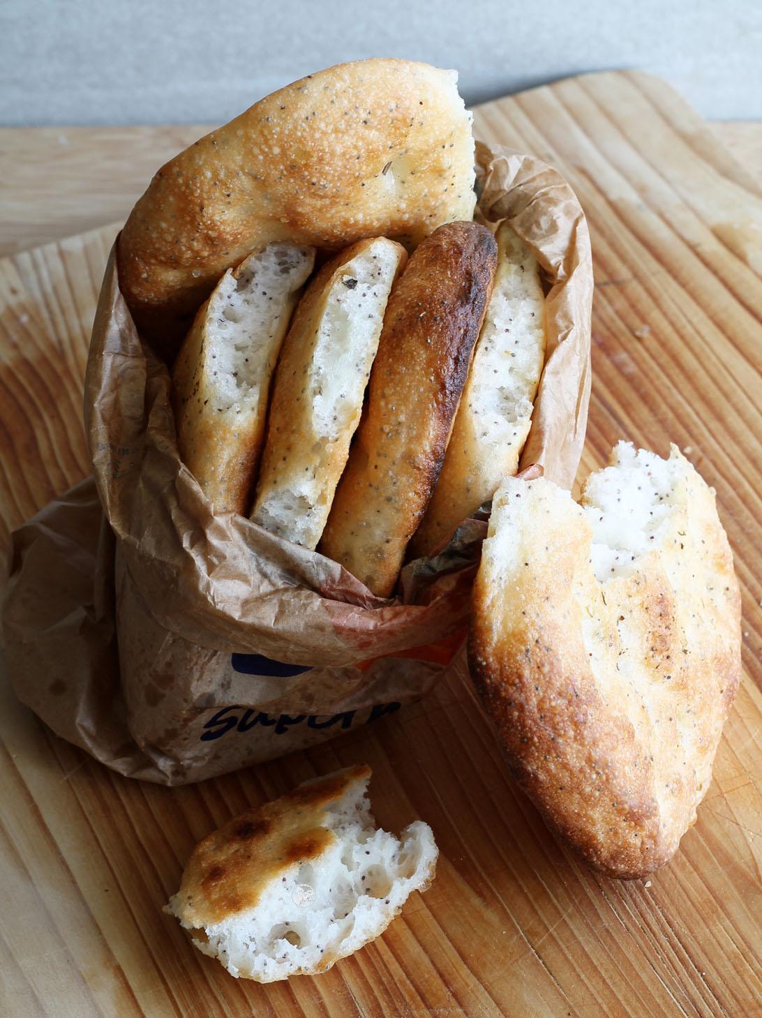 Mini focaccia sans gluten au kefir et aux grains de pavot - La Cassata Celiaca