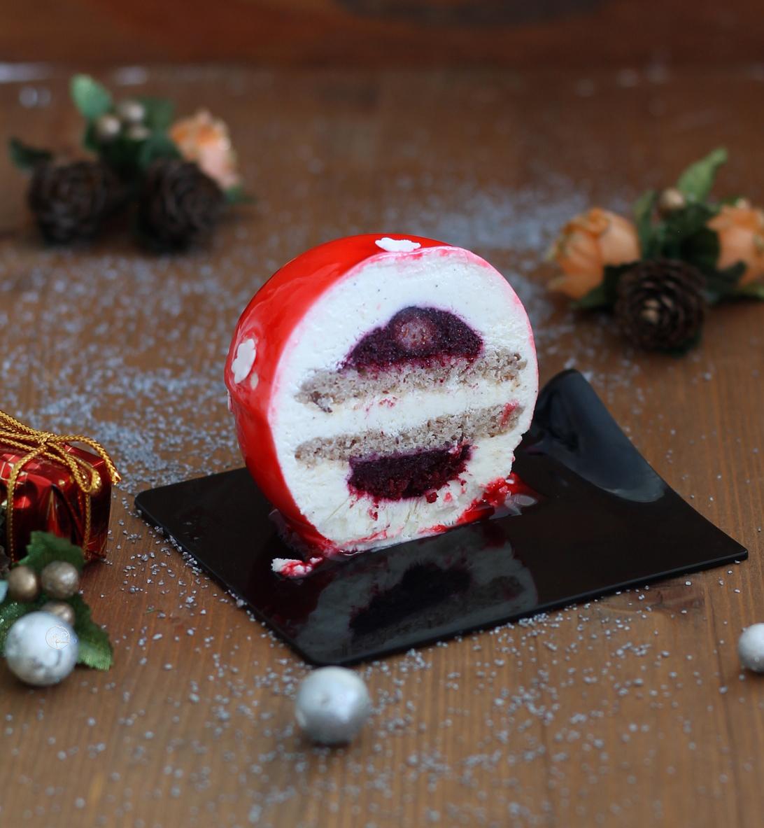 Sfera alla vaniglia con inserto ai frutti di bosco - La Cassata Celiaca
