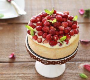 Tarte sans gluten avec crème au mascarpone et fraises des bois - La Cassata Celiaca