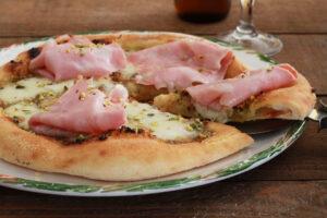 Pizza senza glutine con mortadella e pistacchi - La Cassata Celiaca