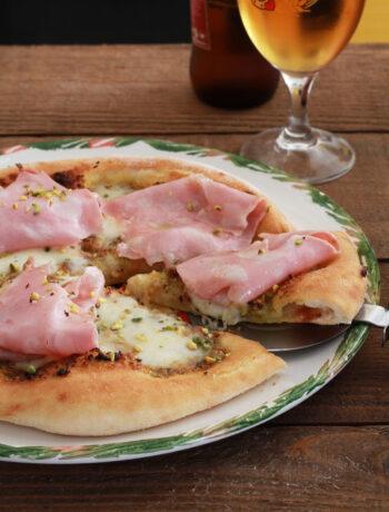Pizza sans gluten avec mortadelle et pistaches - La Cassata Celiaca
