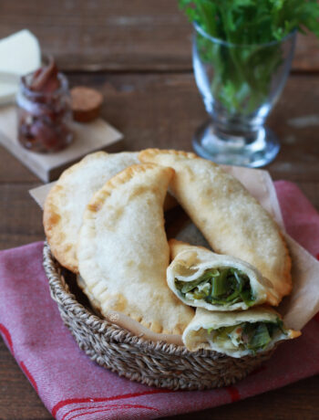 Chaussons sans gluten avec endive frisée et fromage - La Cassata Celiaca