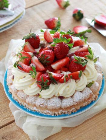 Dacquoise avec crème et fraises sans gluten - La Cassata Celiaca