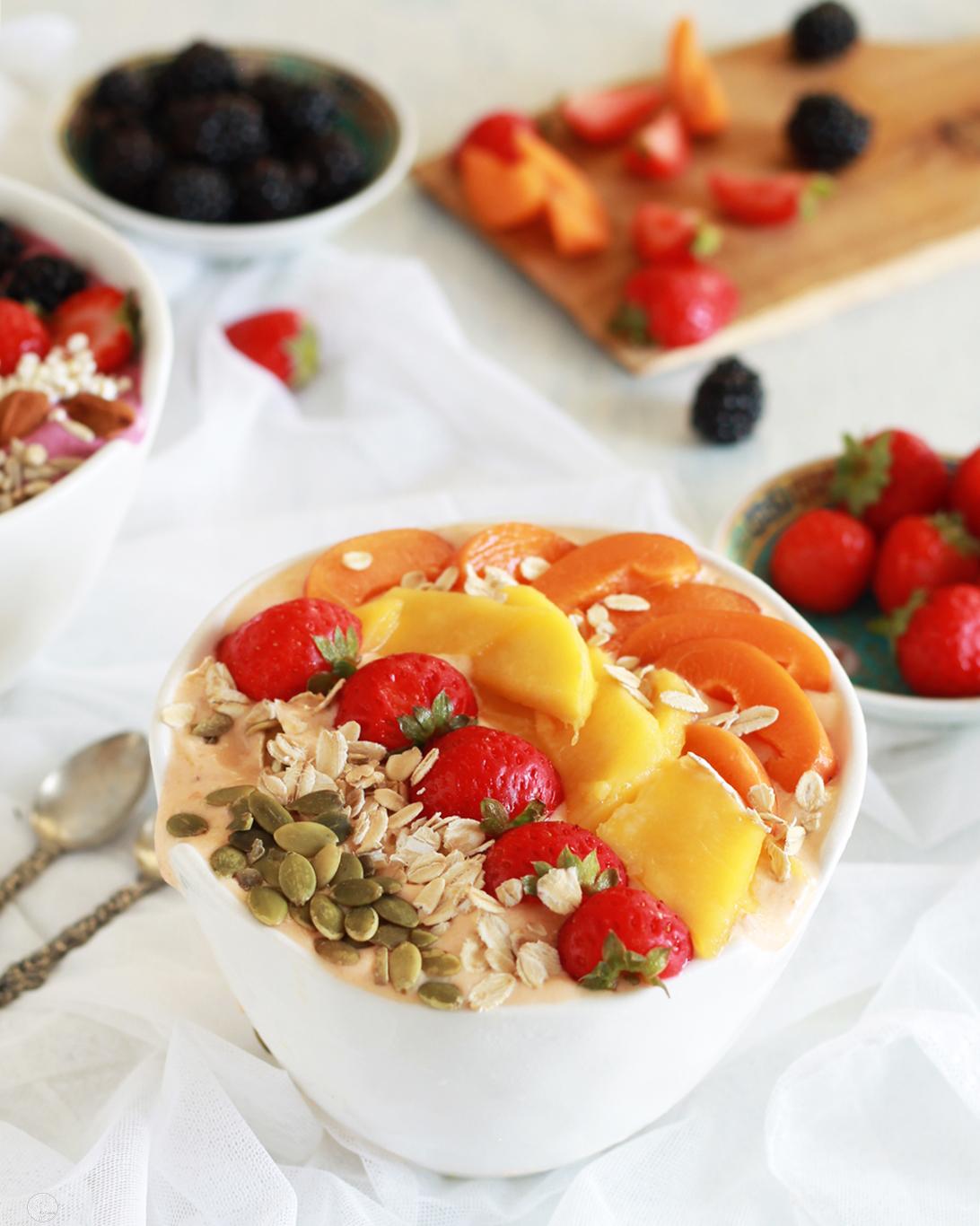 Smoothie bowl con mango e albicocche - La Cassata Celiaca