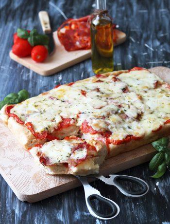 Pizza rustique en plaque sans gluten - La Cassata Celiaca